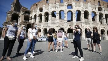 Očkovanie treťou dávkou vakcíny bude pre všetkých obyvateľov Talianska dostupné od budúceho roka