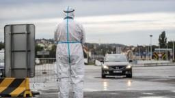 Nakazení v Česku pribúdajú rýchlym tempom, hlásia najväčší prírastok od jari