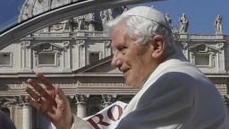 Treťou dávkou vakcíny sa dal zaočkovať aj emeritný pápež Benedikt XVI.