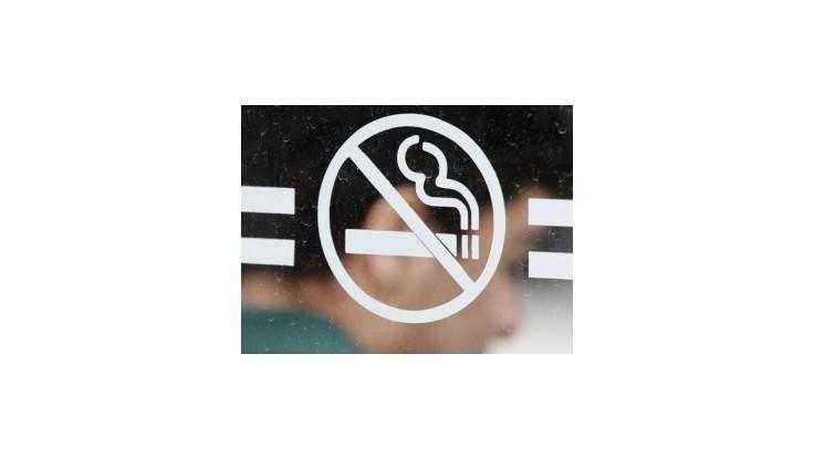 Fajčenie má ustúpiť z nákupných centier, výstavísk aj cukrární