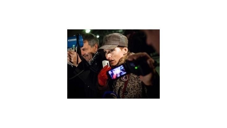 Filmárku Piussi prišlo na námestie podporiť vyše sto ľudí