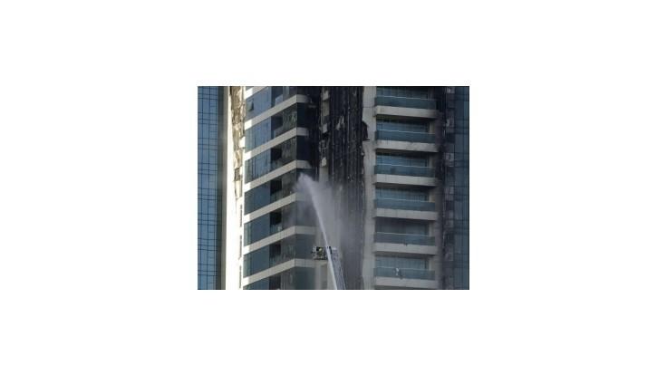 Požiar zachvátil 34-poschodový mrakodrap v Dubaji
