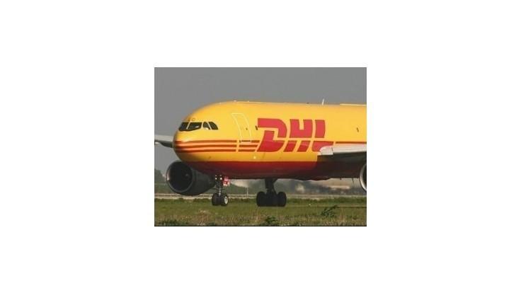 Poškodené lietadlo presunuli na dlhodobé stojisko