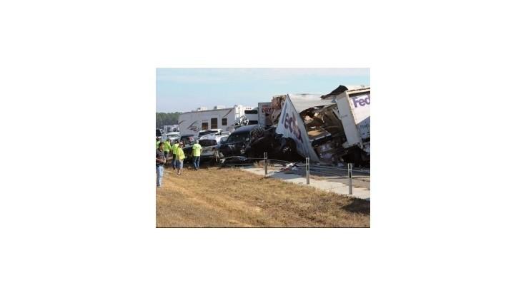 V Texase sa zrazilo 150 áut,  hlásia dvoch mŕtvych a desiatky zranených