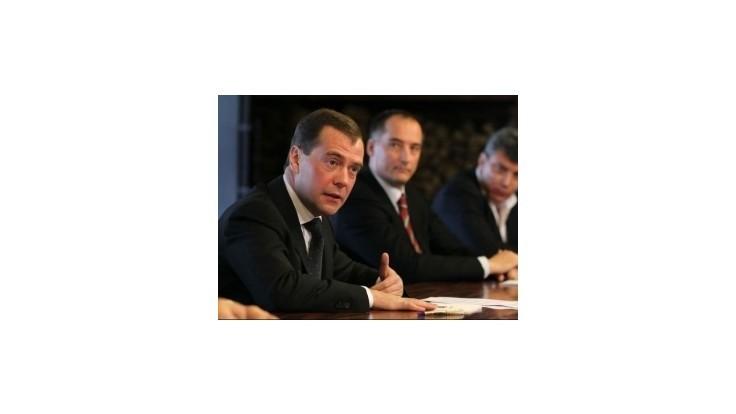 Medvedev kritizoval Francúzsko za podporu sýrskych povstalcov