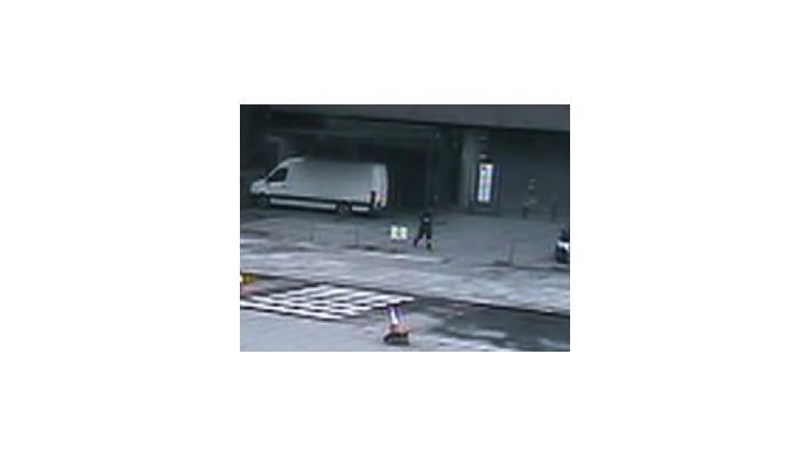 Televízia zverejnila zábery Breivika pri útoku v Osle