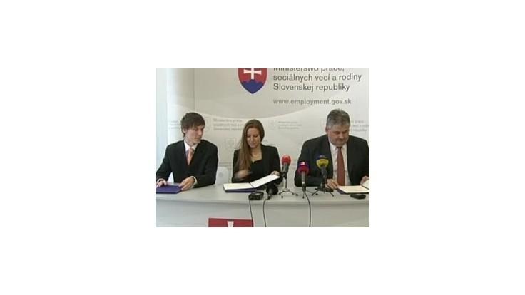 Minister podpísal so študentmi memorandum o odvodoch