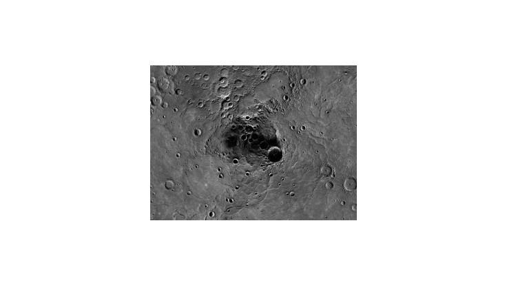 V kráteroch Merkúru objavili tmavý organický materiál