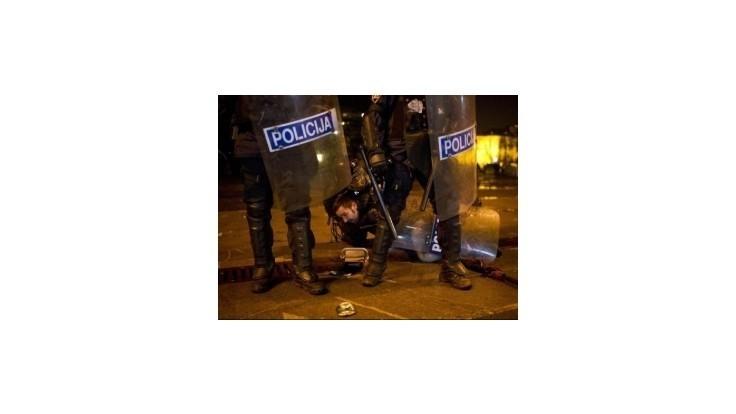 Protesty v Slovinsku si vyžiadali 15 zranených a 30 zatknutých