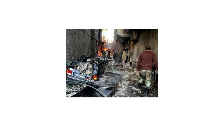 Bomba uložená v aute pri mešite v Homse zabila najmenej 15 ľudí