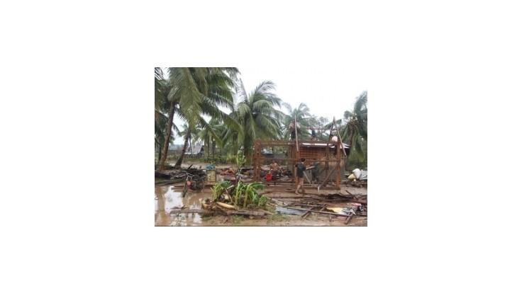 Filipínami sa prehnal tajfún, vyžiadal si desiatky obetí
