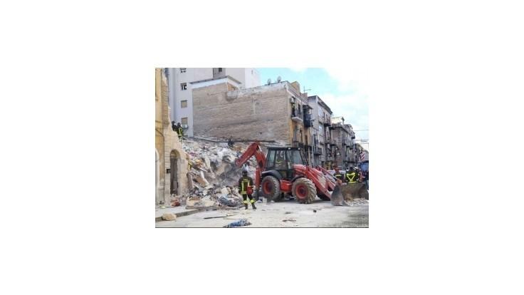 Štyria mŕtvi a 12 ranených po zrútení dvoch obytných domov v Palerme