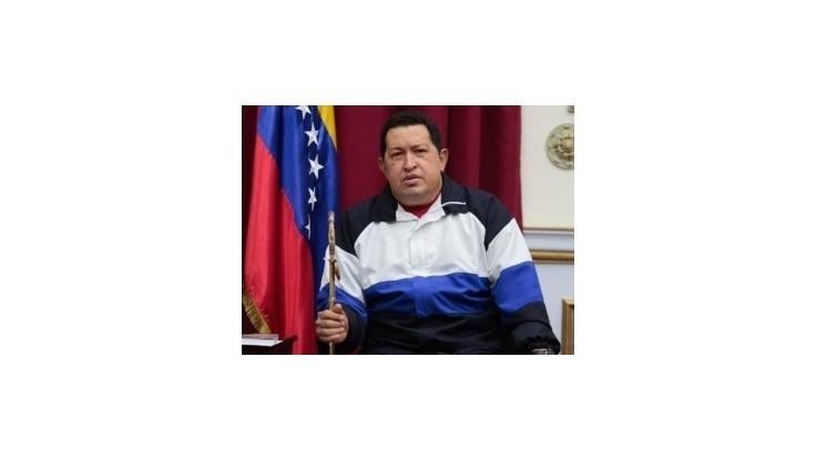 Chávez po operácii zápasí s vážnymi zdravotnými problémami