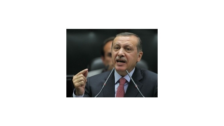 Turecký premiér žiada Francúzsko o objasnenie vrážd Kurdiek