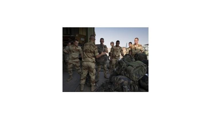 Francúzsko pokračuje v operácii v Mali, posilní domácu bezpečnosť