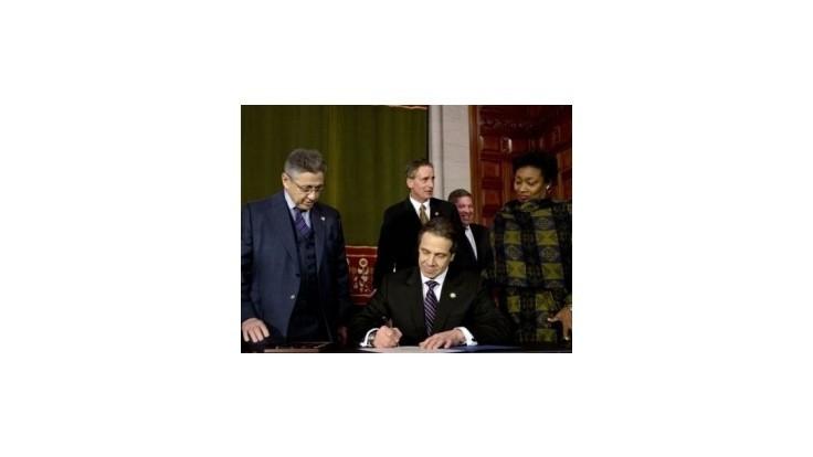 New York sprísnil zákon o zbraniach, návrh predstaví aj Obama