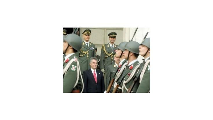 Rakúšania v referende rozhodnú o povinnej vojenskej službe
