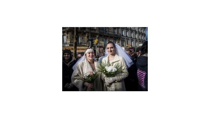 Tisícky Francúzov demonštrovali za homosexuálne manželstvá
