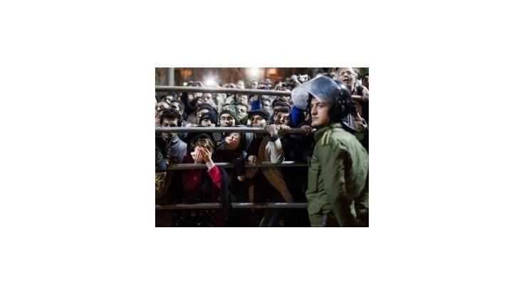 Irán zatkol 11 novinárov pre ich zahraničné kontakty