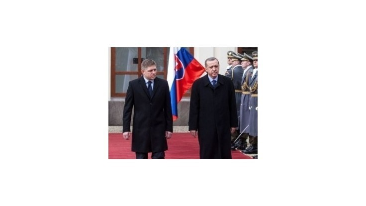 Fico uistil Erdogana, že Slovensko plne podporuje vstup Turecka do EÚ