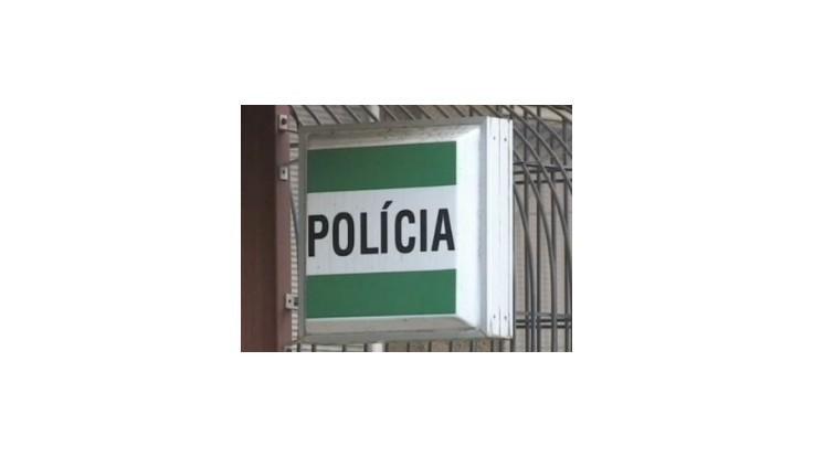 Policajti za úplatok pustili muža odsúdeného za vraždu