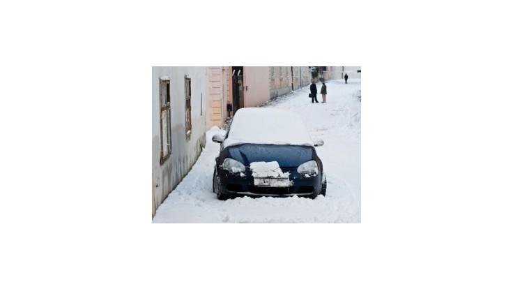 Západné Slovensko zasypala snehová nádielka, doprava v Bratislave opäť kolabovala