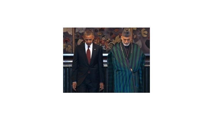 Karzaj: Aby USA mohli zostať dlhšie v Afganistane, tajne rokujú s Talibanom
