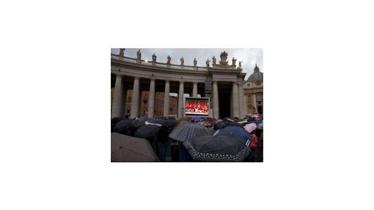 Kardináli sa  opäť pokúšajú zvoliť nástupcu Benedikta XVI. v úrade pápeža