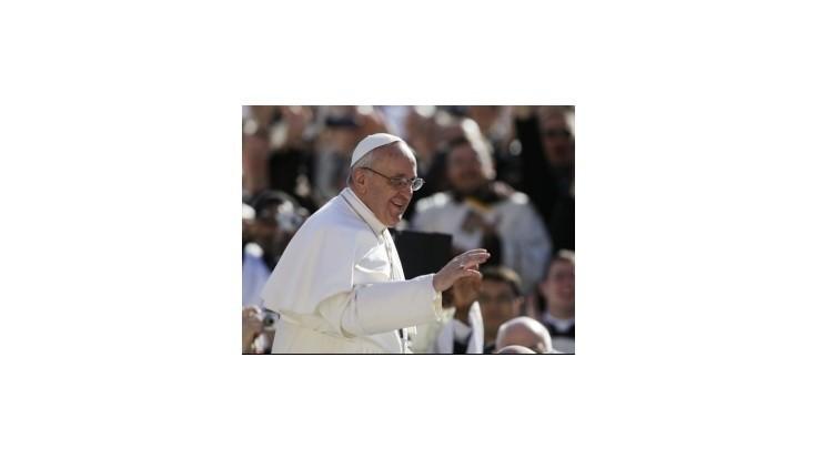 Pápežov pontifikát sa oficiálne začal