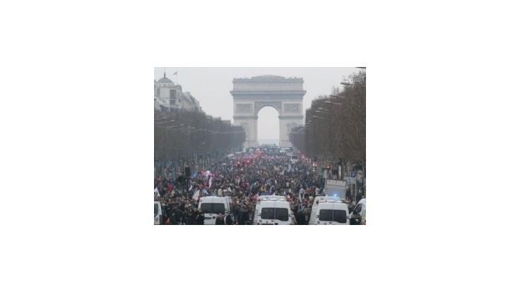 Státisíce ľudí demonštrovali v Paríži proti homosexuálnym manželstvám