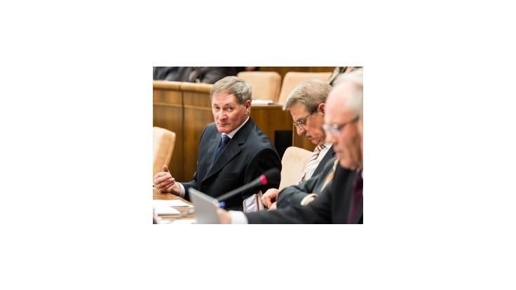 Hrušovský: Ak ústava prejde, iné zväzky nedostanú práva ako manželstvo