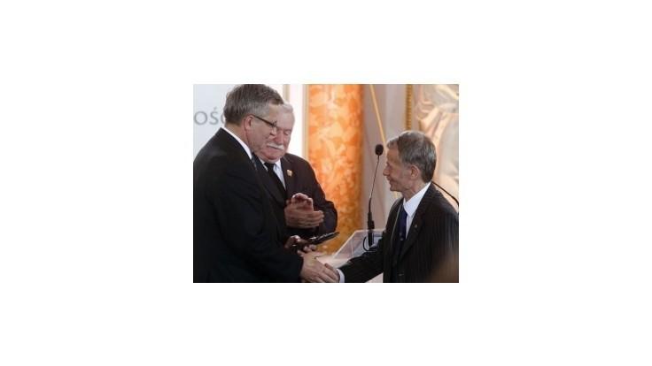 Líder krymských Tatárov M. Džemilev si prevzal Cenu Lecha Walesu