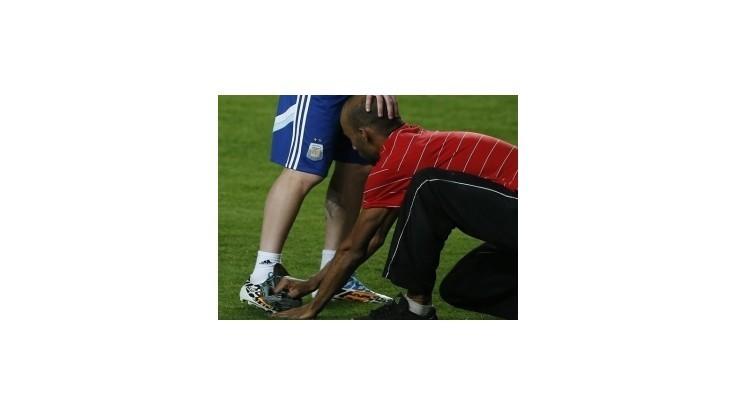 Fanúšik vyleštil Messiho kopačky počas tréningu Argentíny