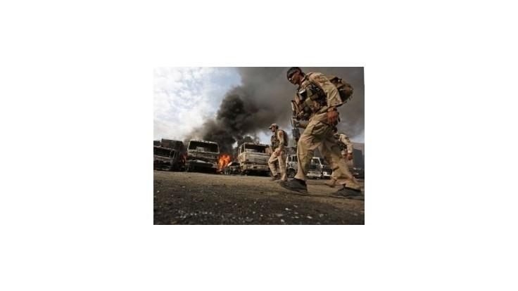 Samovražední útočníci z Talibanu napadli kamióny NATO s palivom