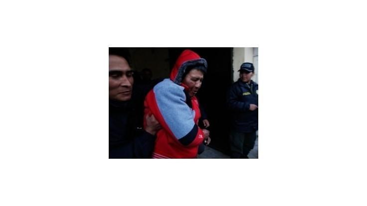 Mentálne narušený muž dobodal na letisku v La Paz 11 pasažierov