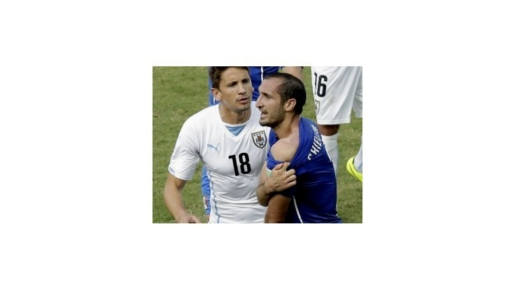 Chiellini necíti voči Suarezovi hnev: Trest od FIFA je prehnaný