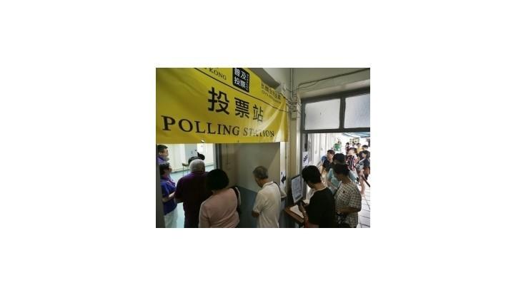 Státisíce Hongkončanov hlasovali proti politike Pekingu