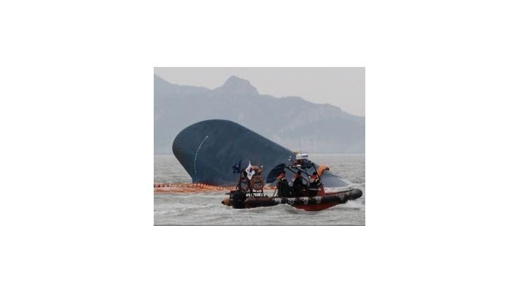 Potopený kórejský trajekt bol ilegálne upravený na väčší náklad