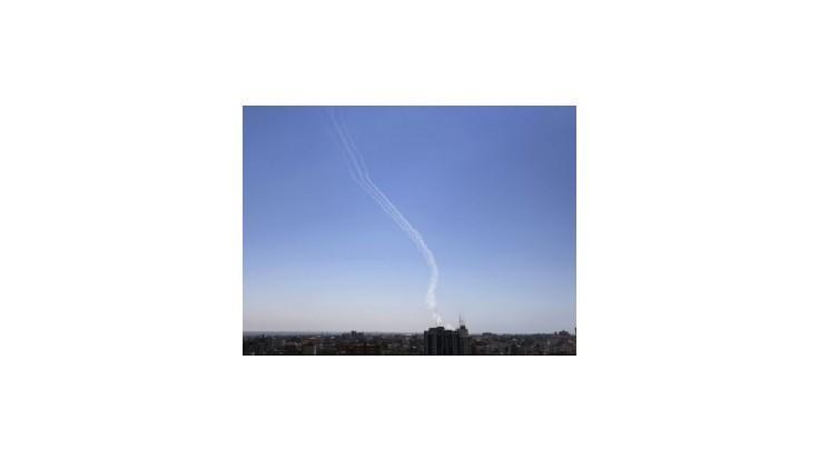 Palestínski militanti vystrelili rakety smerom k izraelskému jadrovému reaktoru