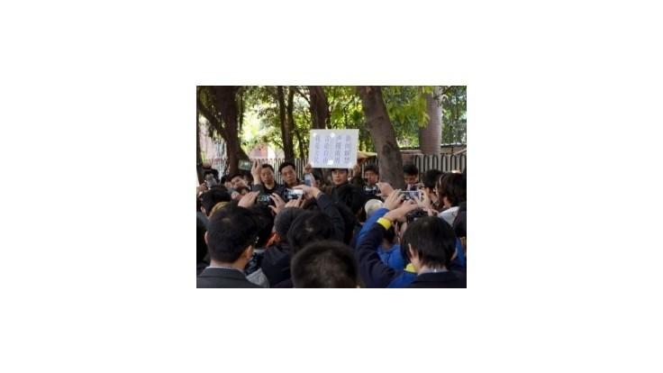 Čína zakázala novinárom publikovať mimo štátnych médií