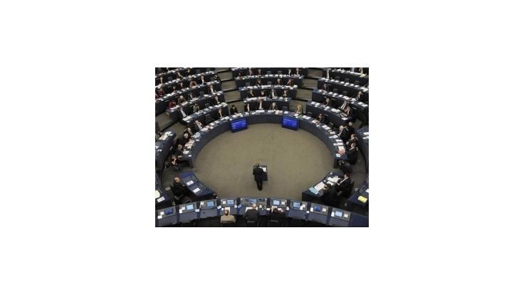 Poľský poslanec spôsobil rasistickým výrokom škandál v europarlamente