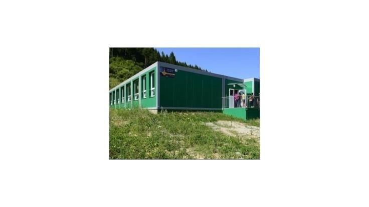 Pre školákov v dedinách okolo Bratislavy stavajú kontajnerové školy