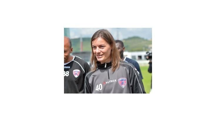 Prvá trénerka v popredných ligách prehrala súťažný debut