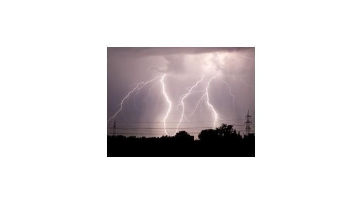 SHMÚ varuje pred búrkami na východnom Slovensku