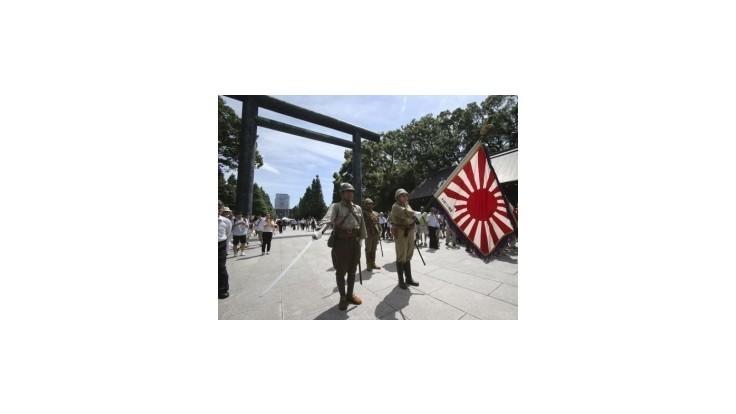 Niektorí japonskí ministri navštívili kontroverznú svätyňu vojnových obetí