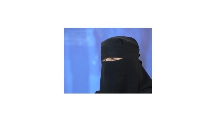 Šéf protokolu v Bruseli strhol katarskej princeznej nikáb