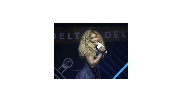 Serena Williamsová vymenila raketu za mikrofón