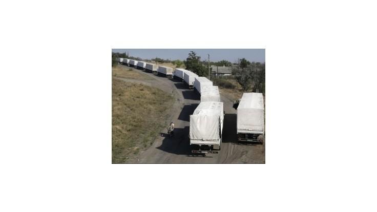 Rusko tvrdí, že konvoj už opustil Ukrajinu - tá hovorí zatiaľ len o 184 autách