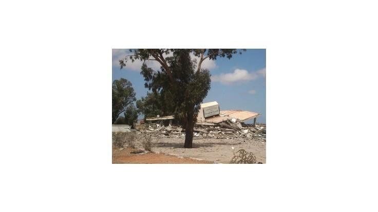 Letisko v Tripolise ovládané ozbrojencami skončilo v plameňoch