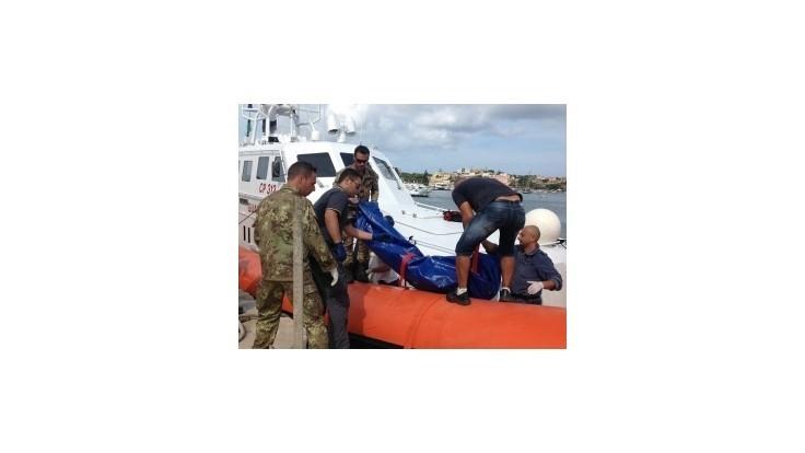 Pri pobreží Malty pláva prvá stanica pomoci pre migrantov
